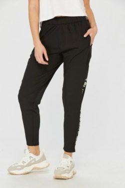 pantalon-tecnico-woman-concept